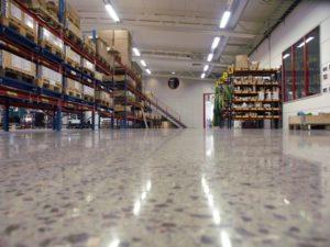 полированный пол склада