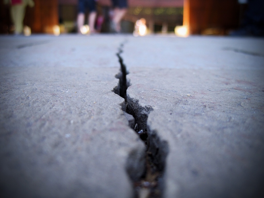 Ремонт бетонного пола особенности процесса реставрации стяжки